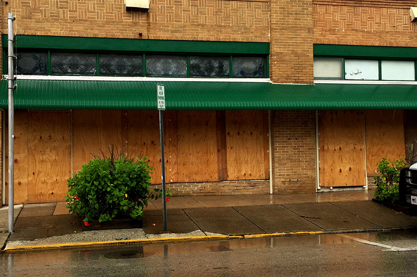 boarded-up-storefronts-saint-augustine-florida-hurricane-matthew-explore-old-city